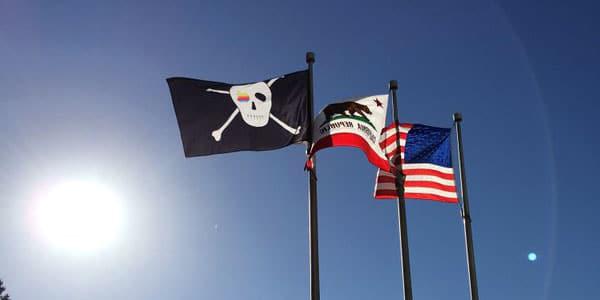 Bandeira pirata tremula na sede da Apple. Foto: Mohammed Jisrawi