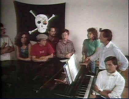 Equipe Macintosh com a bandeira, em 1984. Foto: Revista Fortune
