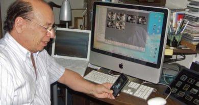 Luiz Pellanda com seus equipamentos Apple. Foto: Emily Canto Nunes/Terra