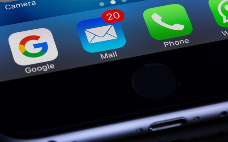 Aplicativo Mail no iPhone — Créditos: Torsten Dettlaff, Pexels